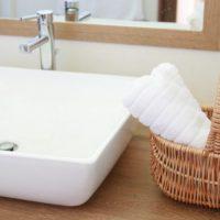 洗面所の風水インテリア 収納棚や鏡、照明など