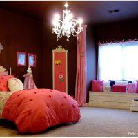 ピンクとチョコレートのプリンセス子供部屋