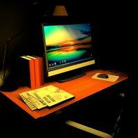 デスクや机を照明でライトアップしてみよう