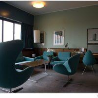 ヤコブセンのイスがかわいいホテルのパブリックスペース
