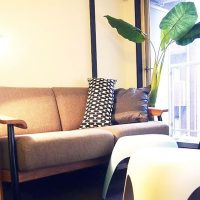 DIY家具とチェア家具を組合せた自宅兼ワークスペース