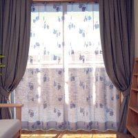 柄物レースカーテンで窓辺をかわいいイメージに