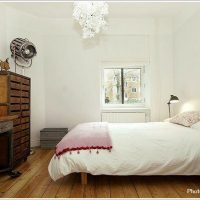 素材感のあるナチュラルな寝室