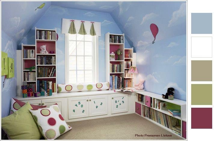 空の壁紙とお城のようなカラーボックスのかわいい子供部屋 子供部屋の