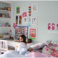 水色&ピンクがかわいい女の子の部屋のコーディネート