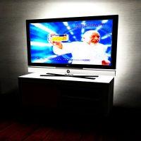 テレビのバックをライトアップして目の疲れを軽減